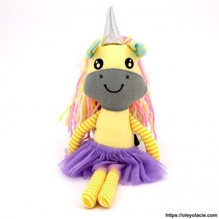 Licorne en tissu coloris jaune - 1 - Poupées Licornes - Licorne en tissu - Oley Ola cie ® jaune yeux ouverts -